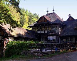 Chata v údolí